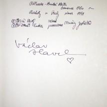 1991 - prezident Václav Havel se při návštěvě Roztok setkal s roztockými skauty (jeho podpis v jedné z našich kronik)
